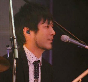 ドラム、カフォン教室講師 竹村忠臣